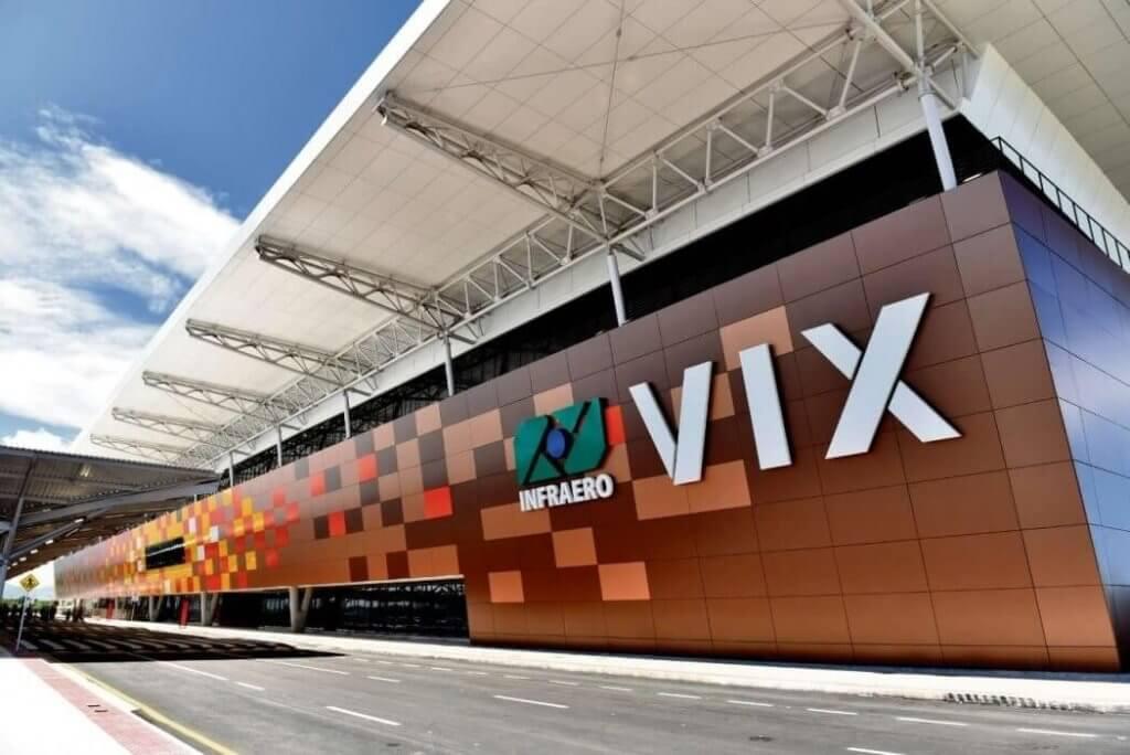 Uma grande obra Ciser, o Aeroporto Eurico de Aguiar Salles - Vitória/ES, na sua vista de faixada frontal, com o logo da infraero na parede