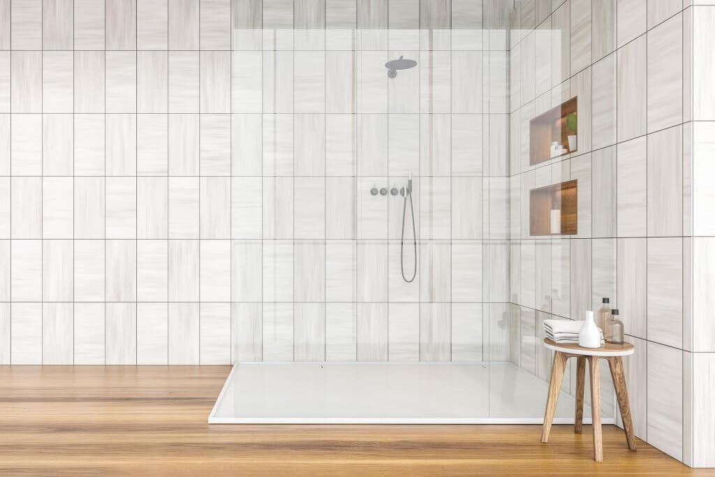 Banheiro com nicho duplo embutido