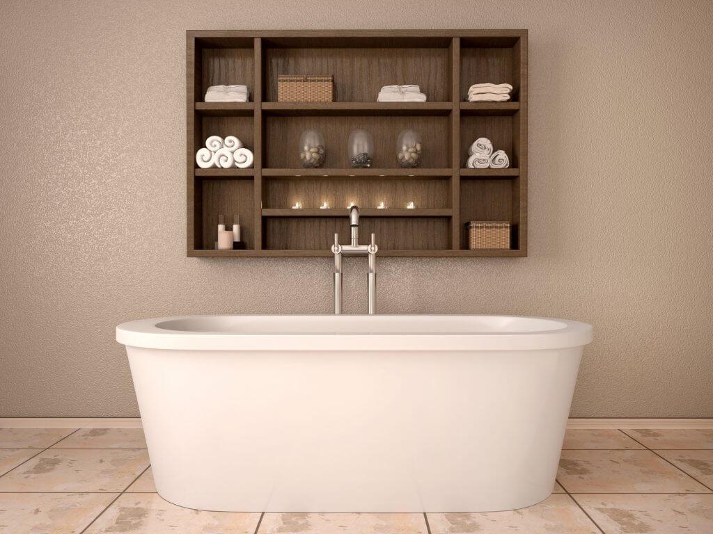 Banheiro com nicho pronto na parede com banheira